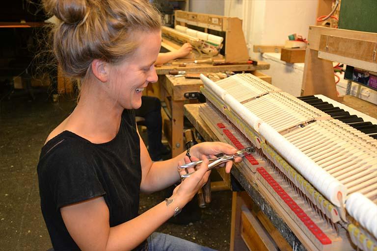 Betti in der Werkstatt